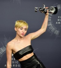 Miley Cyrus brilló en los MTV Music Awards 2014