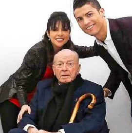 Di Stéfano, con su novia Gina González y Ronaldo durante una sesión de fotos - Foto: La Otra Crónica