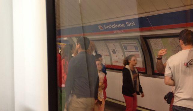 Boicots ciudadanos al cartel de la estación Vodafonde Sol 2