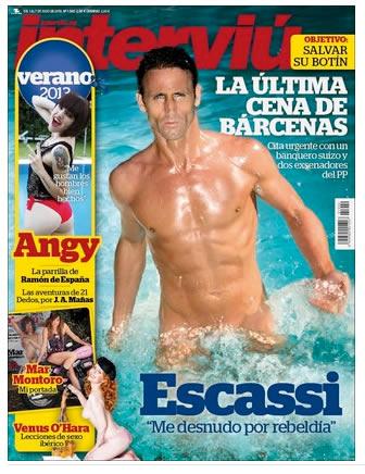 Álvaro Muñoz Escassi, desnudo en la portada de Interviu