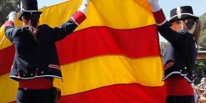 Mossos de Esquadra con la senyera catalana (Foto Generalitat)