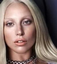 Lady Gaga con Versace