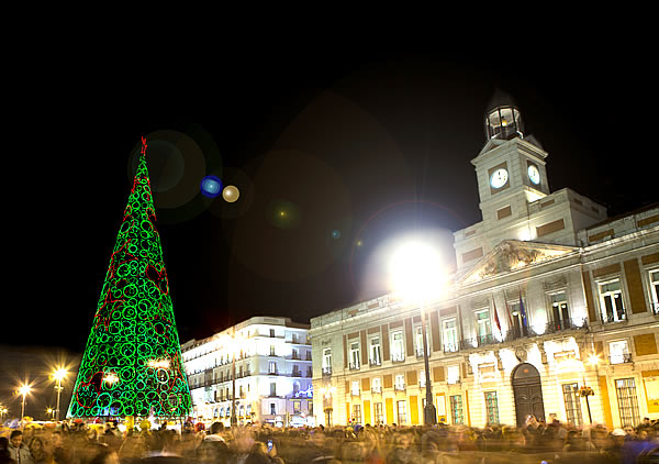 Puerta del sol de madrid en navidad foto turismomadrid for Puerta del sol madrid fotos