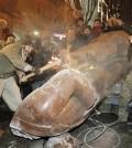 Tiran la estatua de Lenin en Ucrania