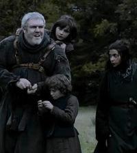 Hodor en Juego de Tronos con sus jóvenes acompañantes