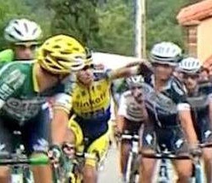pelea ciclistas vuelta españa Brambilla y Ivan Rovny