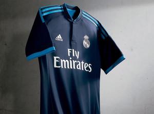 60607f626f569 El Real Madrid presenta su nueva camiseta azul para la Champions 2015 2016