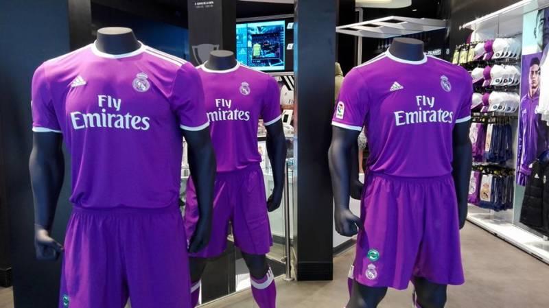 6558a5fd5dcd1 Presentada la nueva camiseta del Real Madrid para la temporada 2016 ...