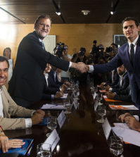 Rajoy y Rivera firman el pacto entre PP y Ciudadanos (Foto PP)