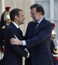 El presidente del Gobierno, Mariano Rajoy junto al presidente francés, Emmanuel Macron (Foto: Moncloa)